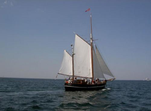 Gaffelketsch mit Crew chartern