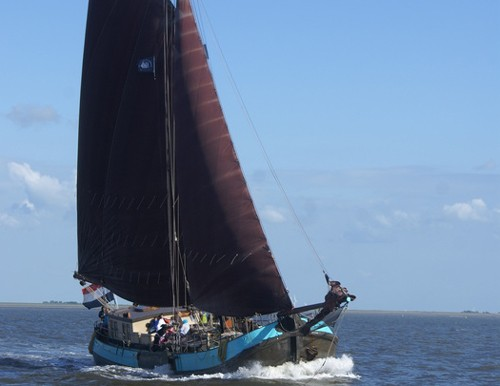 Komplettes Schiff mieten für Firmen oder Familien