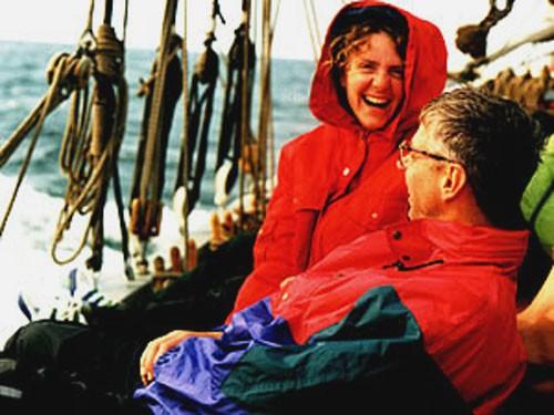 Die Crew segelt das Schiff, alle gehören zur Crew